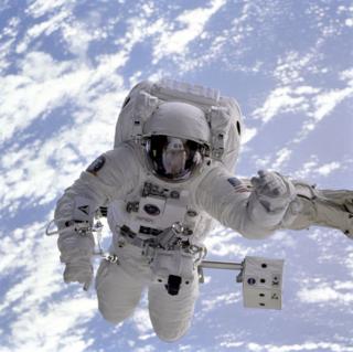 Astronaut-astronomy-earth-2152 (1)
